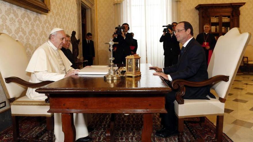 El papa Francisco y Hollande se reunieron durante 35 minutos