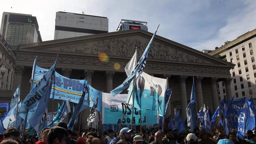 La mayor central obrera argentina convoca un paro de 24 horas por la reforma de pensiones