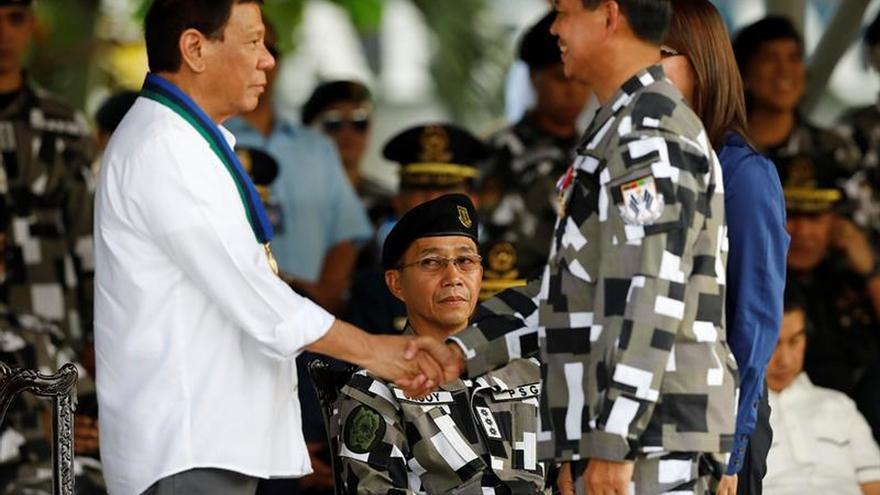 Cuatro heridos en ataque de comunistas a convoy de presidencia en Filipinas