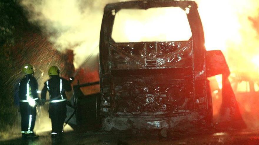 Al menos 24 muertos en el choque de un autobús y un turismo en México