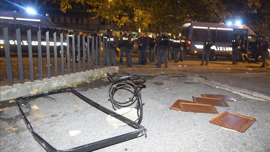 El alcalde de Roma, insultado por vecinos que protestan contra inmigrantes