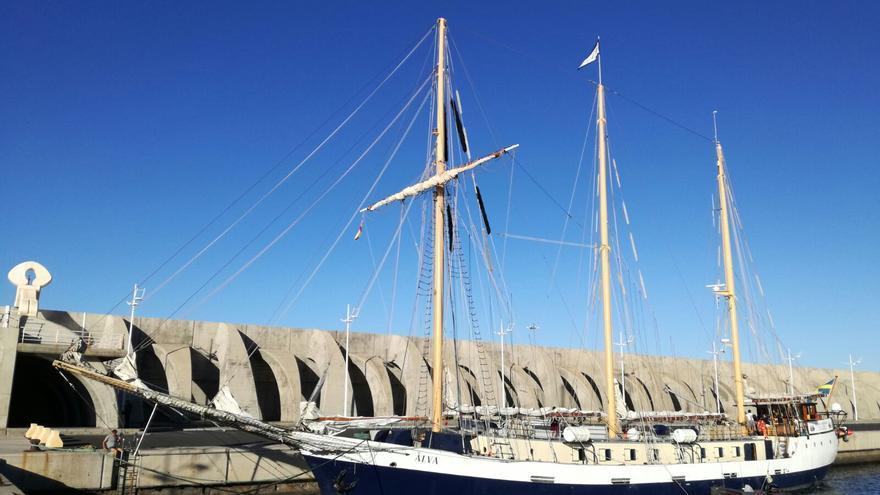 El buque escuela sueco Älva, este viernes, en el Puerto de Tazacorte.