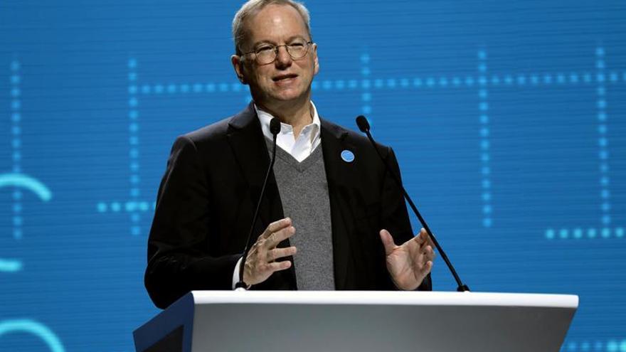 El presidente ejecutivo de Alphabet dejará el cargo en enero