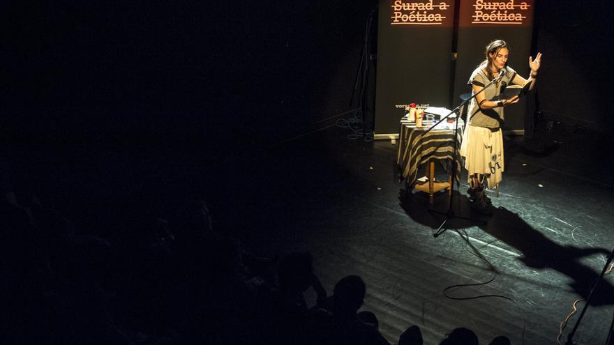La poesía crítica regresa a Santander en La Surada.