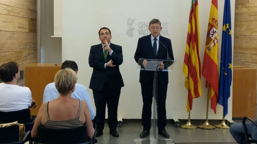 Manuel Illueca, director del IVF, y Ximo Puig, en Elche.