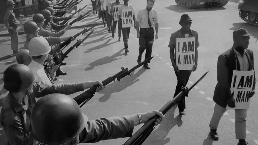 Manifestantes protestan en Memphis bajo el lema 'soy un hombre'.