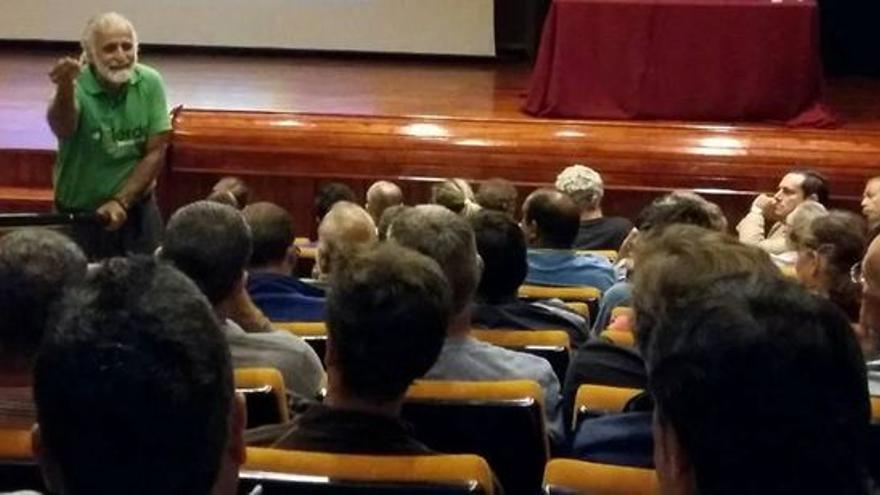 En la imagen, Jairo Restrepo en una conferencia en La Palma.