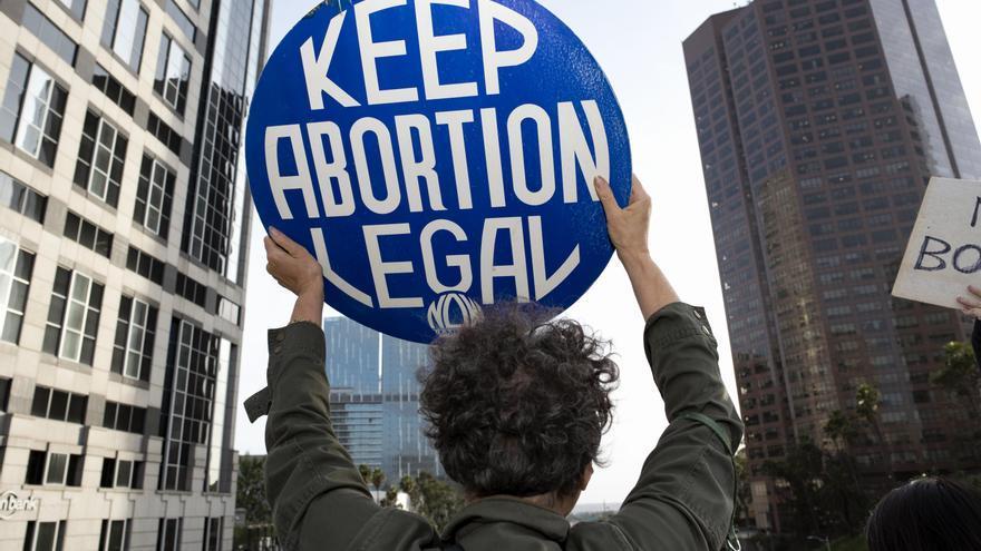 Manifestación a favor del aborto celebrada este martes en Los Ángeles.