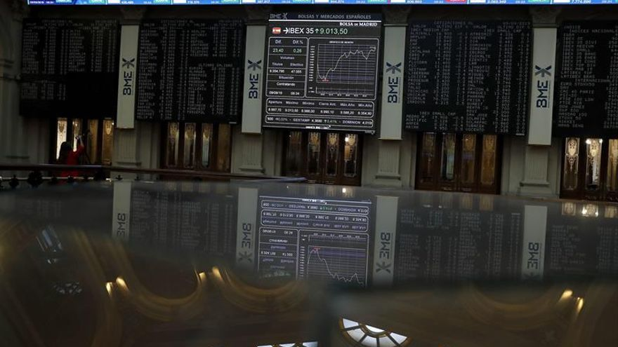 El IBEX baja un 0,11 % tras la apertura y pierde los 9.000 puntos