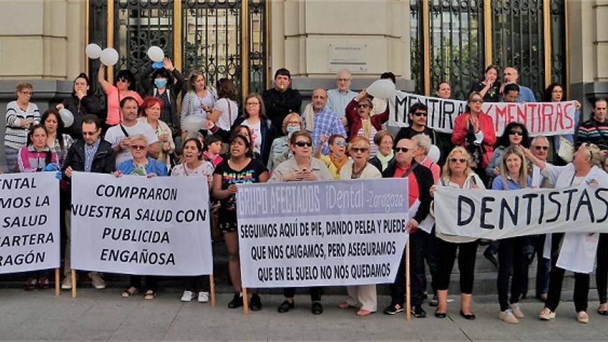 Protesta en Zaragoza de las afectadas de iDental