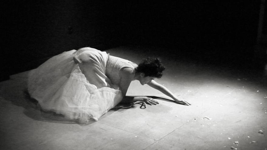 Performance de la actriz cántabra Fátima Cué. | Zdenek Tusek