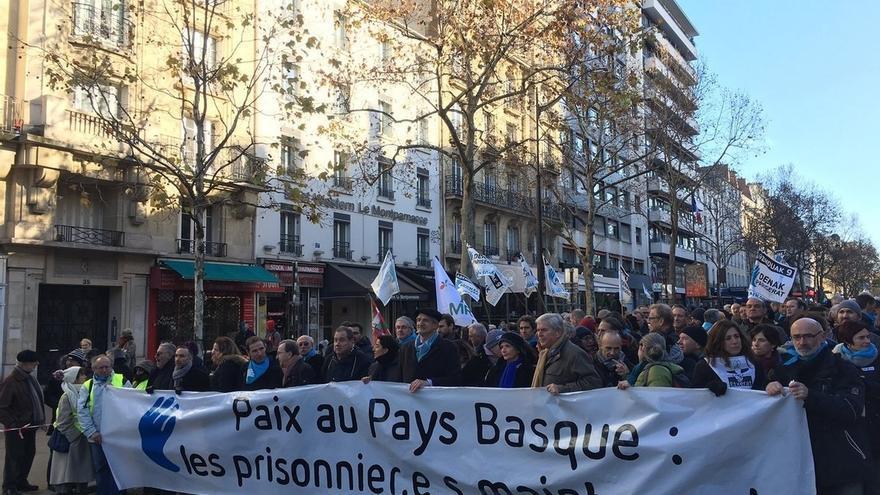 Miles de personas piden en París derechos para los presos de ETA y el fin de las actuales políticas penitenciarias