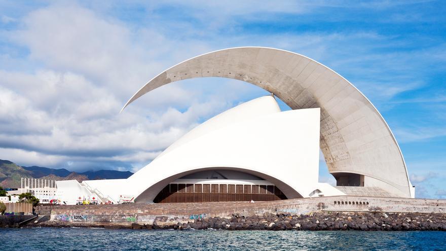 Perfil del edificio diseñado por Calatrava en Santa Cruz de Tenerife