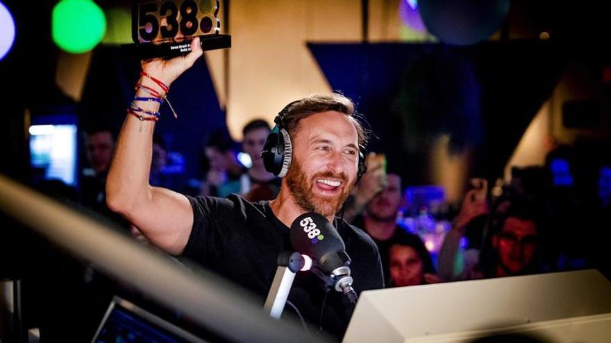 Medio siglo de David Guetta, el DJ que popularizó la música electrónica
