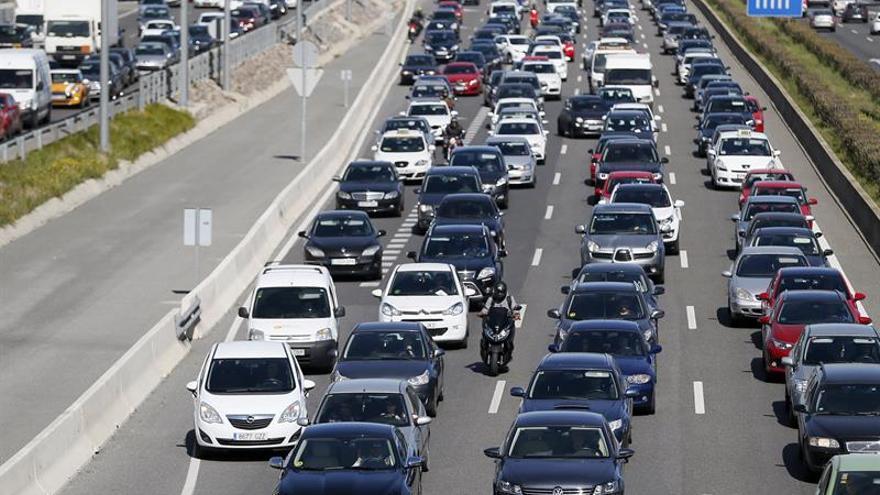 Colas de 13 kilómetros en la autovía A-3 hacia Madrid tras las Fallas