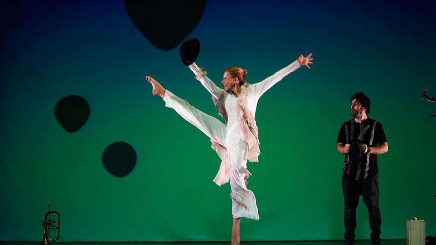Imagen de una escena del espectáculo 'Burbujas de papel'.