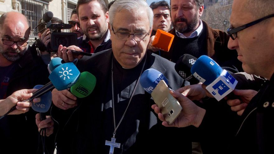 """El arzobispo de Granada : """"Quien ha nacido hombre será siempre hombre"""""""
