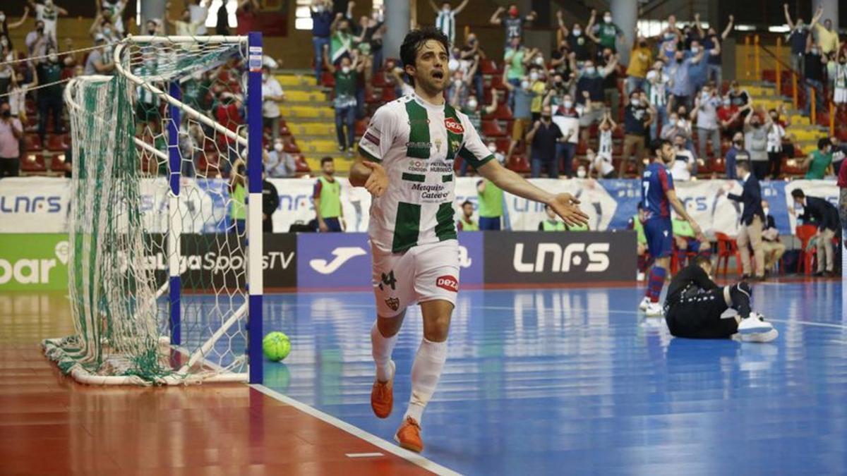 Pablo del Moral celebra un gol en Vista Alegre