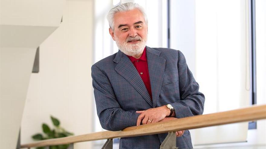 La Academia Cubana de la Lengua otorgará una distinción al director de la RAE