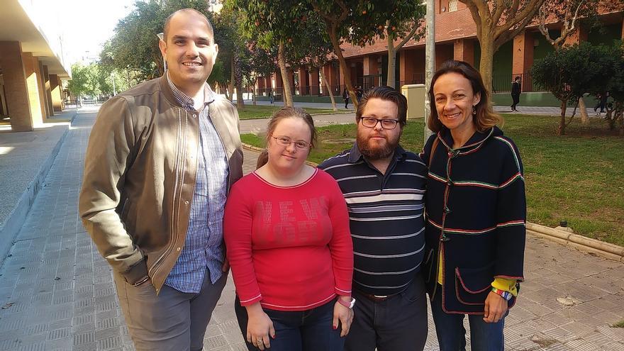 José Manuel, Ana, Javier y Macarena, junto a la sede de la asociación Down Sevilla