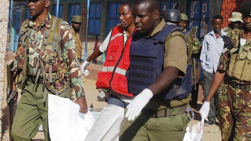 Al menos 6 muertos en un ataque yahadista contra dos autobuses en Kenia