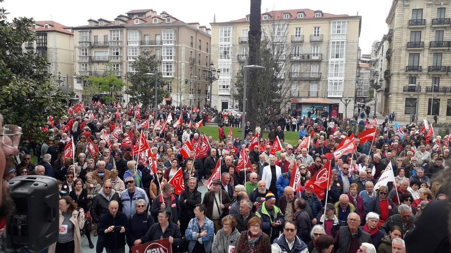 """Miles de personas reclaman en Santander pensiones """"dignas"""""""