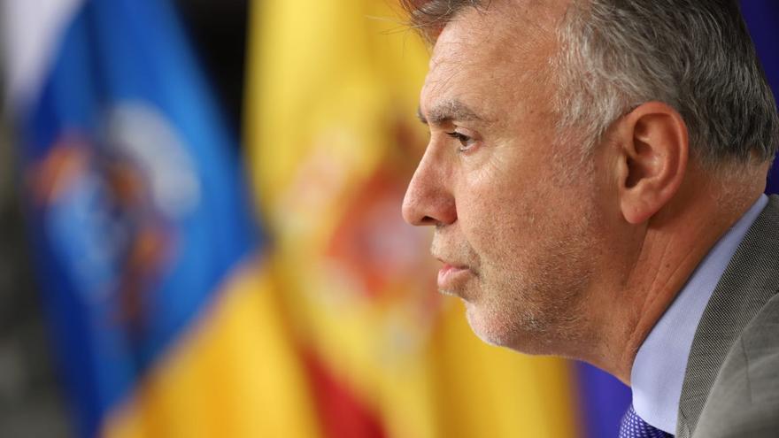 El presidente canario, Ángel Víctor Torres, tras el Consejo de Gobierno en el que Canarias rechaza la delimitación de aguas de Marruecos