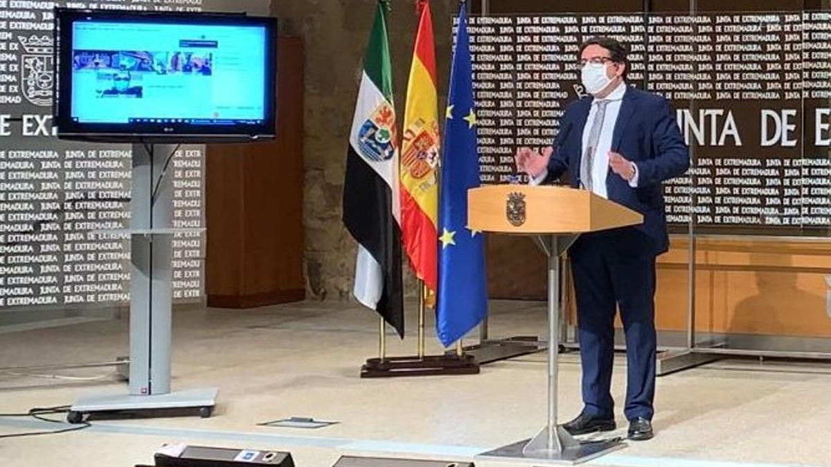 El vicepresidente segundo de la Junta durante la rueda de prensa para informar de las medidas que se adoptarán esta Navidad