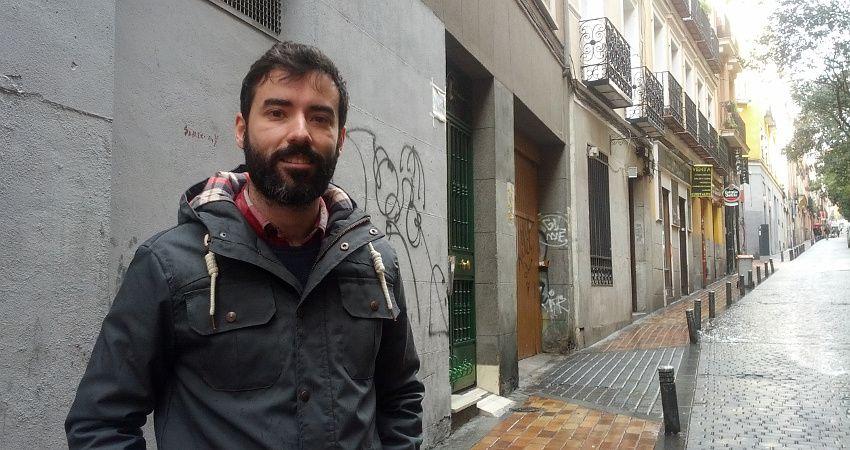 Jorge de la Cruz, organizador de Franqueados junto a Abel Otal y María Urquiza | Foto: Somos Malasaña