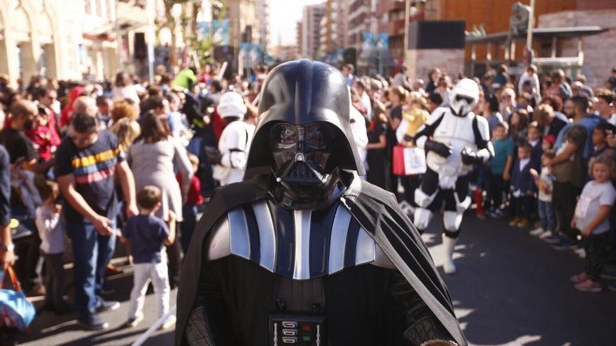 Los protagonistas de 'Star Wars' toman las calles del centro para anunciar el inicio del Fical 2017