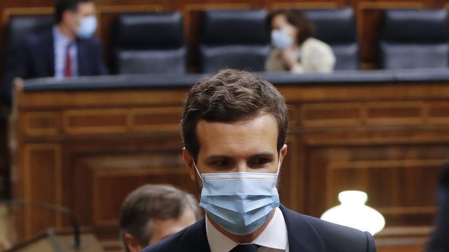 El líder del Partido Popular, Pablo Casado, asiste al pleno del Congreso que debate este miércoles la quinta prórroga del estado de alarma