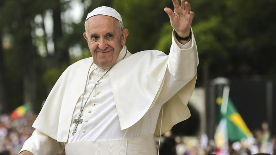 El papa Francisco llama por teléfono a un recolector de residuos de Argentina