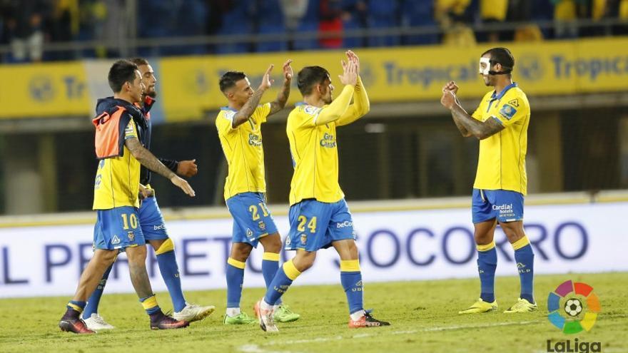 Varios jugadores de la UD Las Palmas celebran la victoria frente al Éibar en el Estadio de Gran Canaria.
