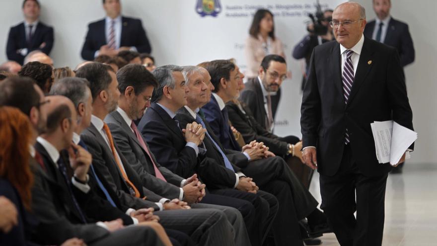El presidente del Consejo de la Abogacía, Carlos Carnicer, en Vitoria.