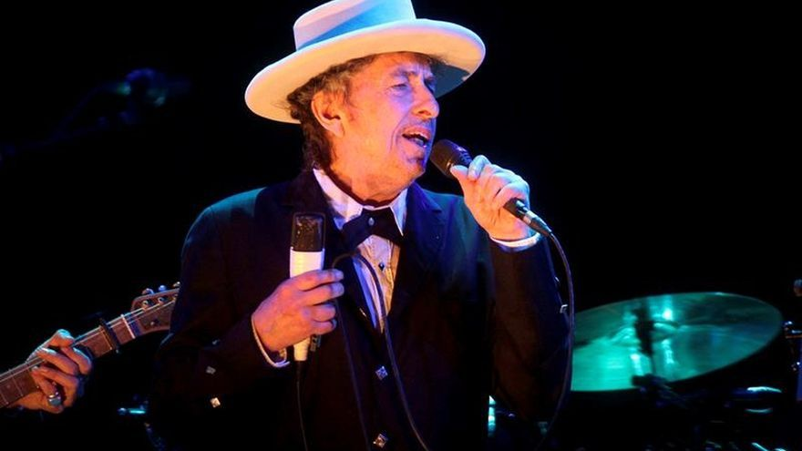 """El Nobel Dylan reúne por primera vez sus """"Letras completas"""""""