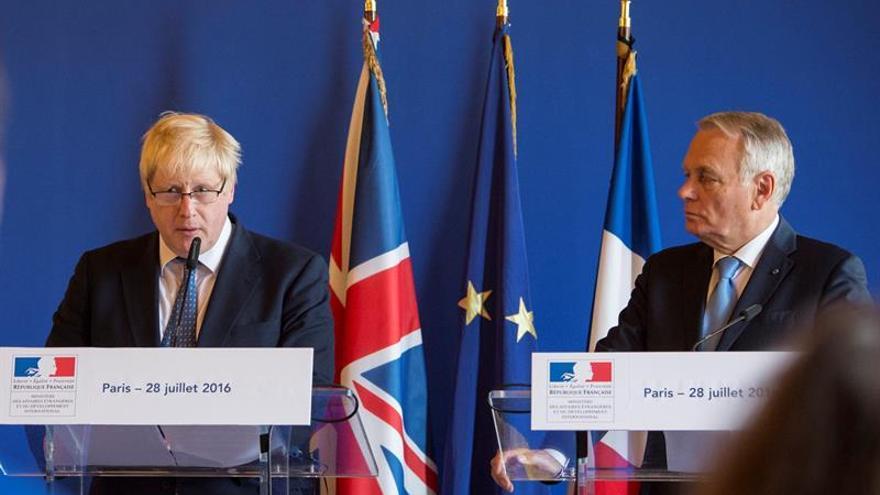 """París y Londres refuerzan su cooperación a la espera del """"brexit"""""""