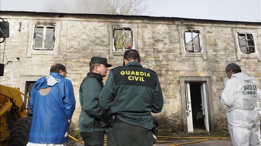 Tres personas mueren en el incendio de una vivienda en Vilalba (Lugo)