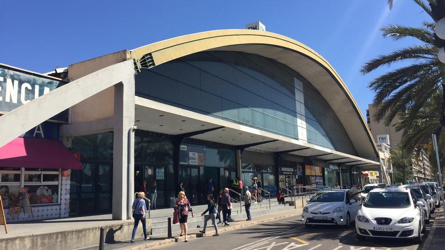 Fachada principal de la estación de autobuses de València
