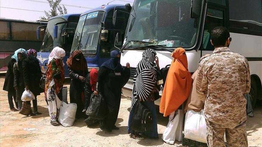 Rescatados del mar, la muerte es aún compañera de los inmigrantes en Libia