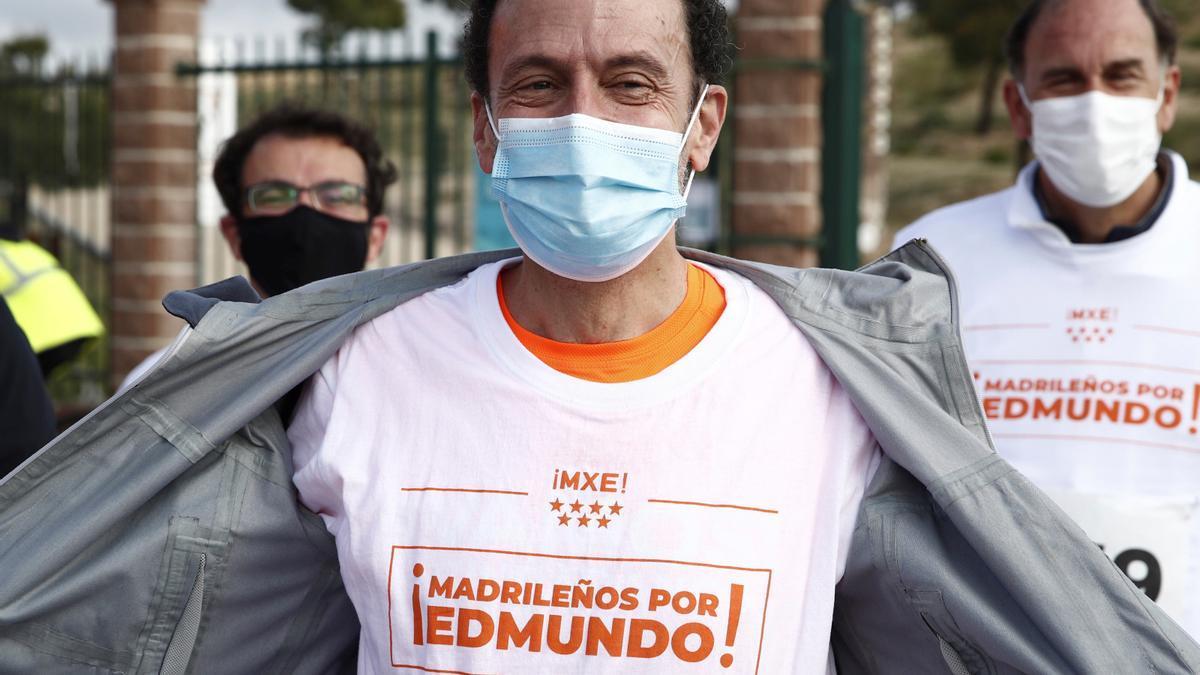 El candidato de Ciudadanos a la Comunidad de Madrid, EdmundoBal, tras participar este domingo en la Xcarrerapopular de Hortaleza. EFE/Javier López