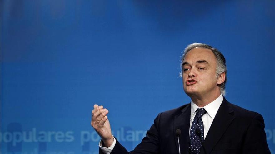 """Pons llama """"ingenuo"""" a Rubalcaba por su propuesta, que supondría intervención"""