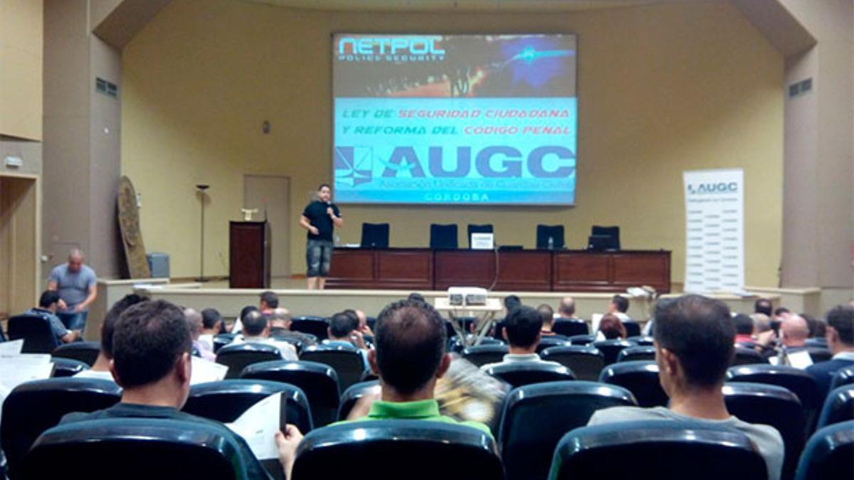 Imagen de archivo de un curso en el salón de la facultad de Derecho.