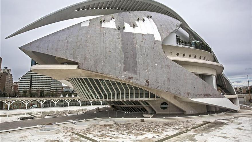 El Palau de Les Arts tuvo que cambiar el 'trencadís' de su cubierta