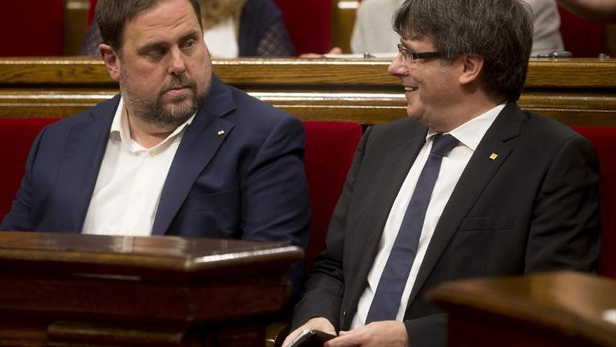 Puigdemont se reúne con consellers entre el malestar interno por el referéndum