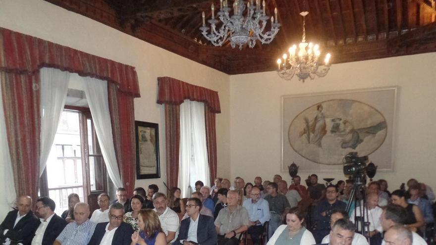 En la imagen, público asistente a la conferencia de Fernando Clavijo.