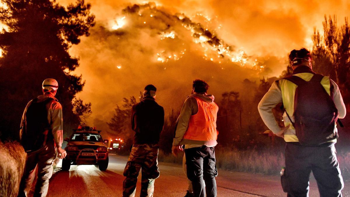 El reciente incendio forestal en Loutraki (Grecia).