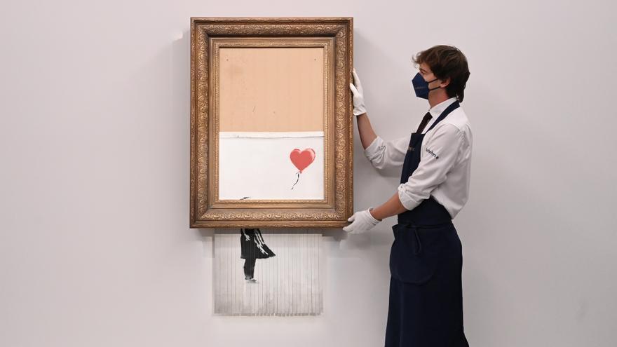 El icónico cuadro de Banksy que se autodestruyó en una puja vuelve a subasta