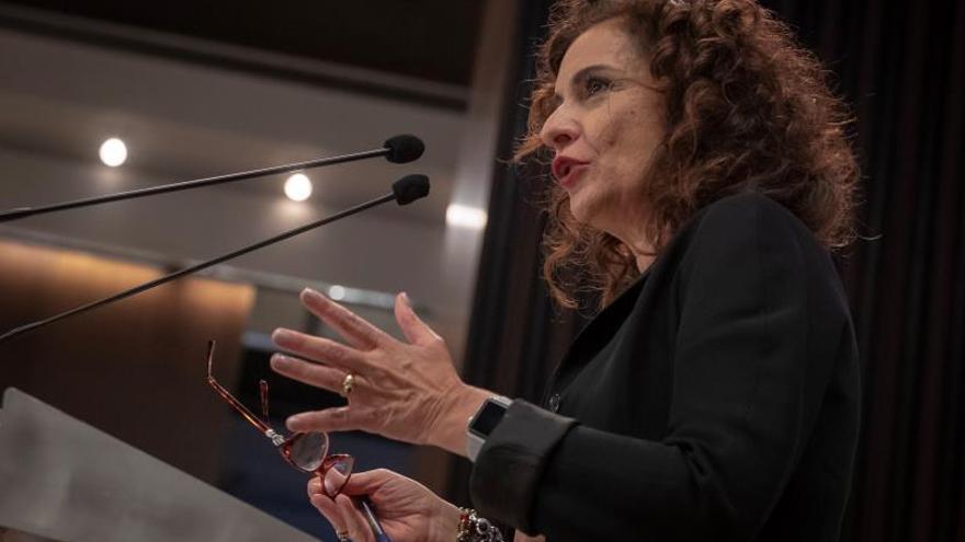 La ministra de Hacienda anuncia que el déficit bajará del 2,7 % en 2018