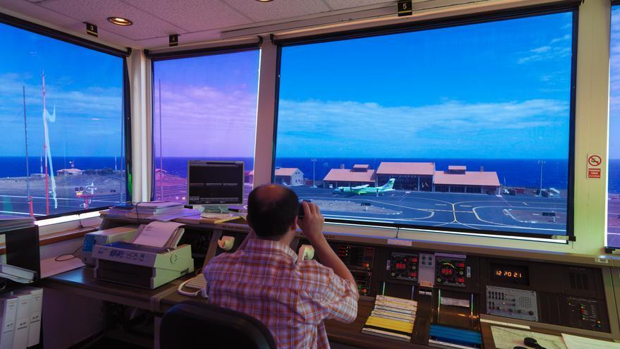 Torre de control en el aeropuerto de El Hierro