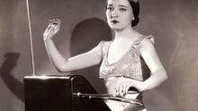 La inimitable Clara Rockmore y su Theremin